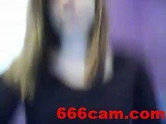 Teeny vor der Web Cam